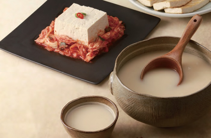 <i>Makgeolli</i>. This rustic alcoholic beverage, which is widely popular in Korea, is made by fermenting steamed rice, barley, or wheat mixed with malt.