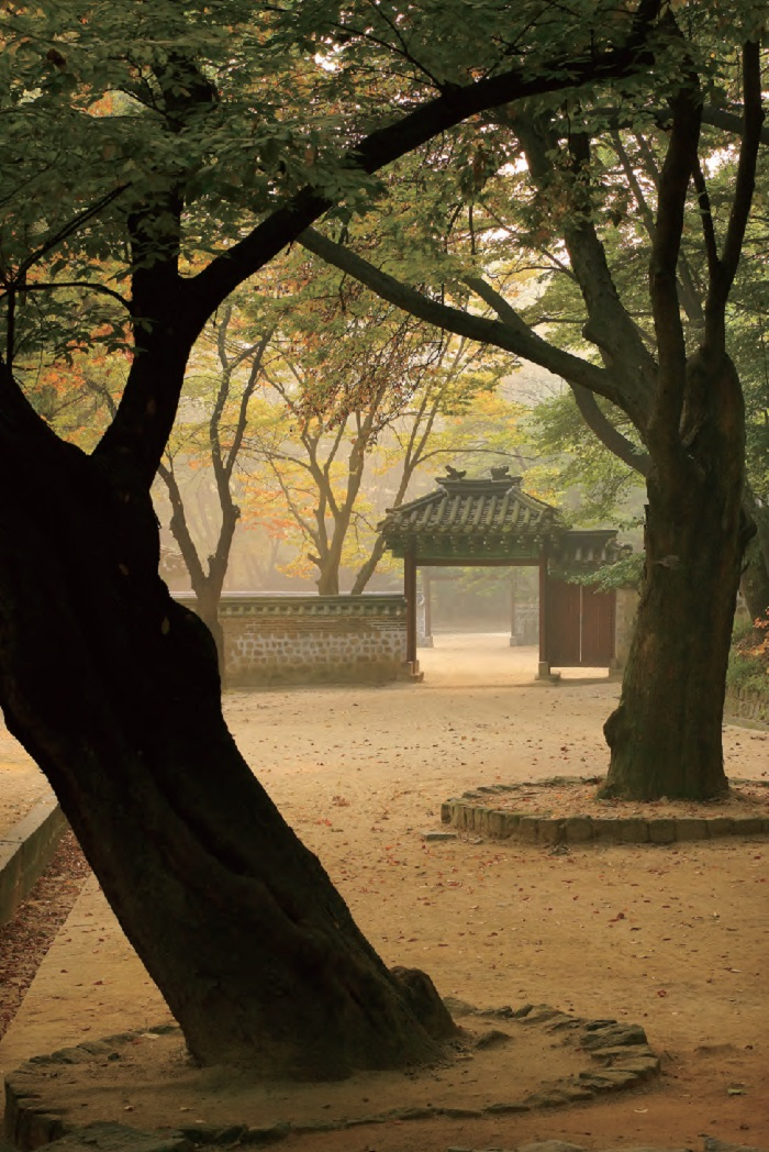 Geummamun Gate at the Changdeokgung Palace Garden in Jongno, Seoul
