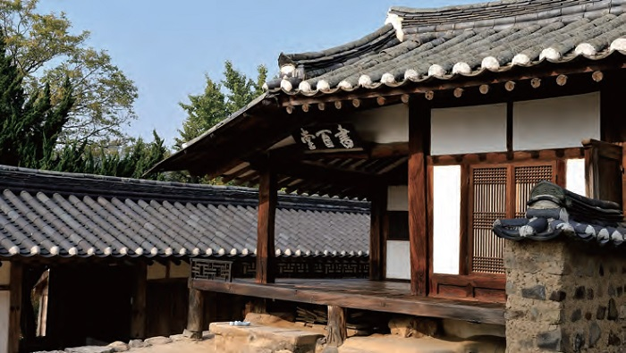 Hanok, traditional Korean houses: Seobaekdang, the head residence of the Gyeongju Sohn clan, in Yangdong Village located in Gyeongju, North Gyeongsang Province
